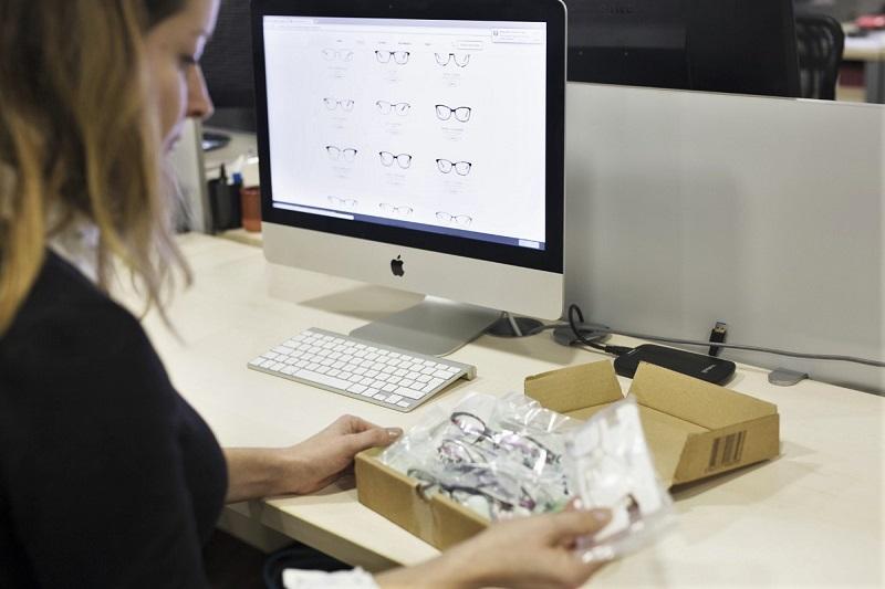 Photographie PackshotCreator optique-lunetterie communication e-commerce & interne