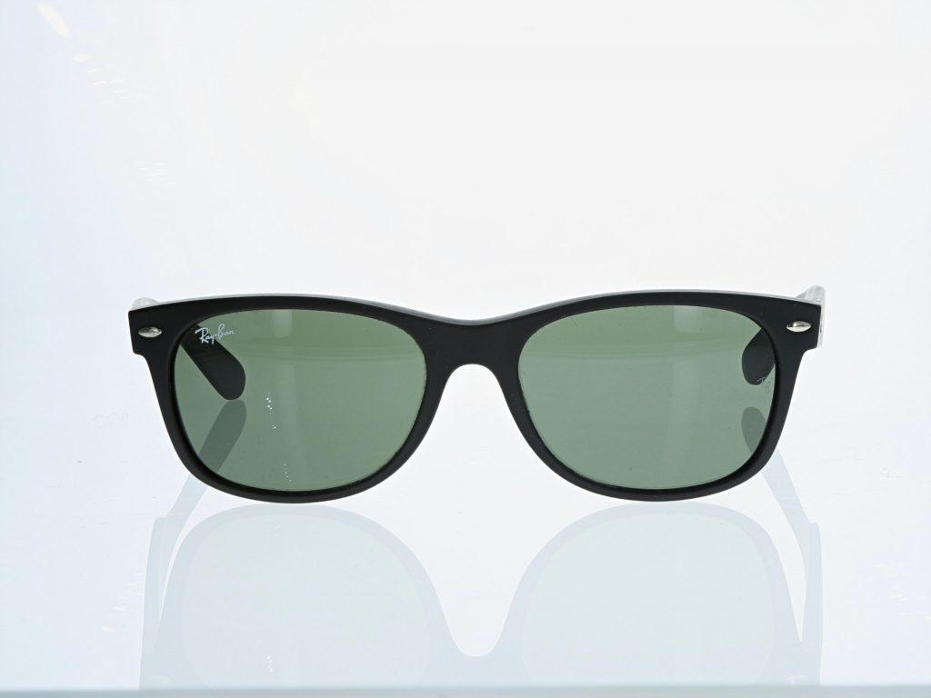 brillen und optikprodukte im Fotostudio fotographieren