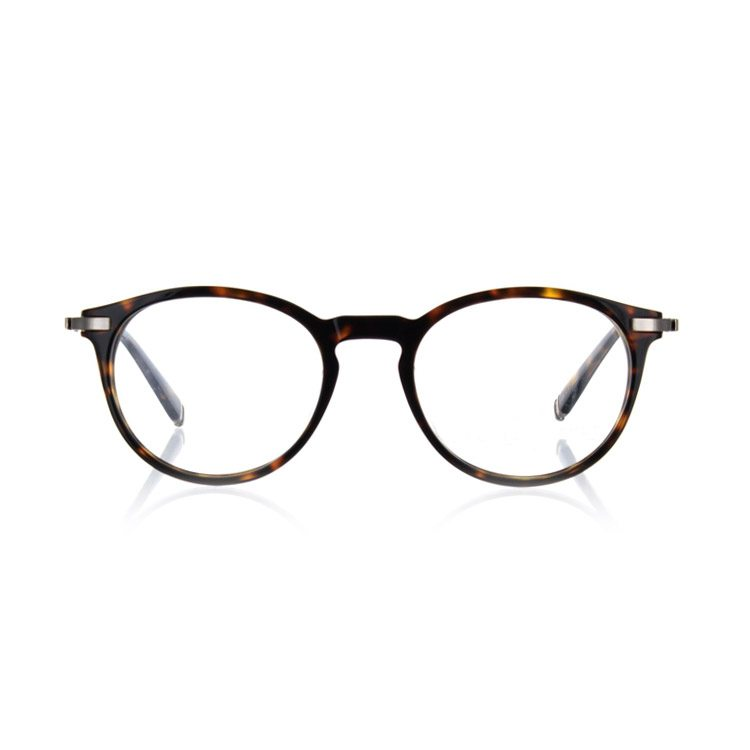 photographe en studio de lunettes de vue