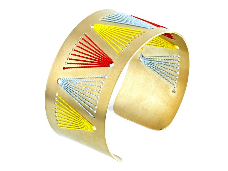 packshot bracelet or studio