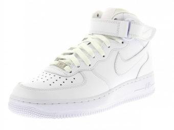 Photographier une chaussure blanche fiche produit e-commerce