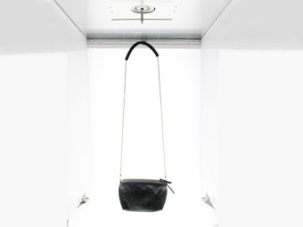 Photographier un sac en studio