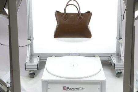 préparation d'une animation 360 d'un sac posé sur un plateau tournant et rétroéclairé