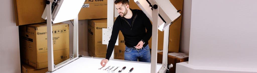 photographie d'outils industriels avec une table lumineuse