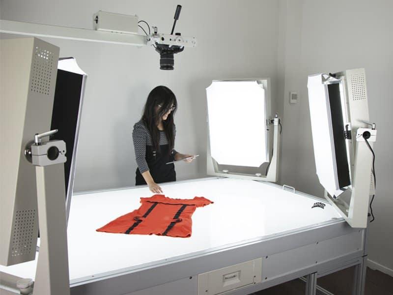 table lumineuse dans le studio photo automatisé de PackshotCreator