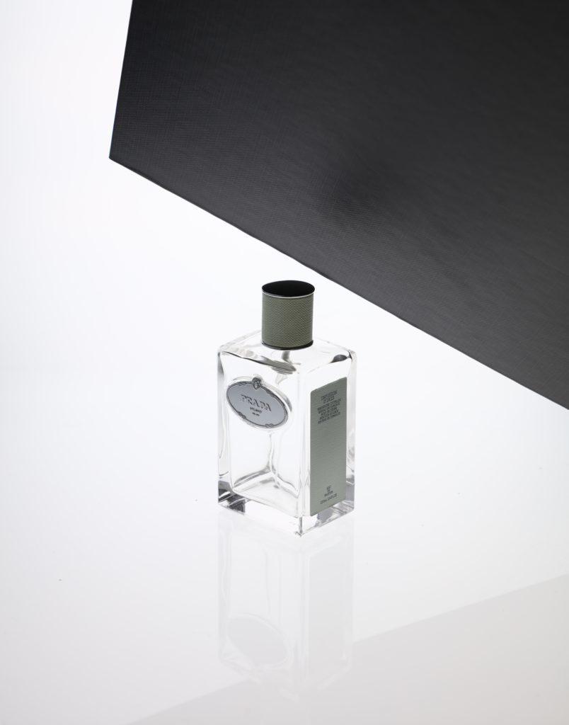 Comment photographier un flacon transparent sur fond blanc ?