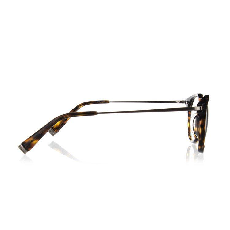 photographier des lunettes de vue en studio
