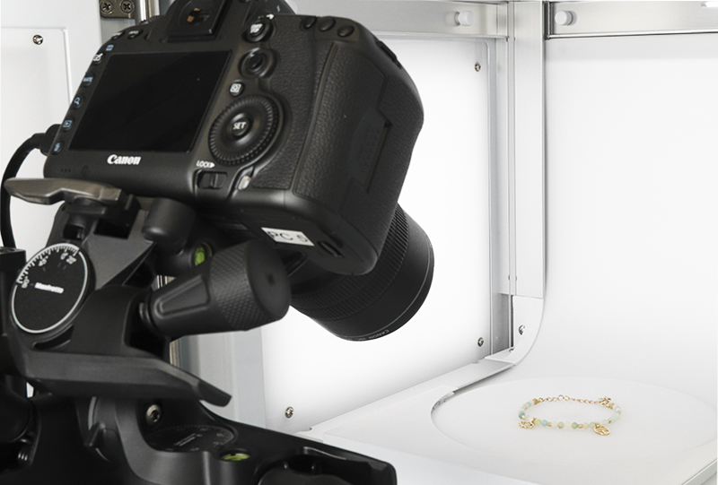Positionnez votre appareil à la hauteur et à l'angle souhaité face au studio photo avec le MacroStand